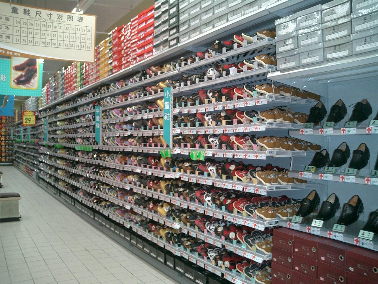 湖 服饰 鞋区商品的特殊展示 附图 联商专栏图片