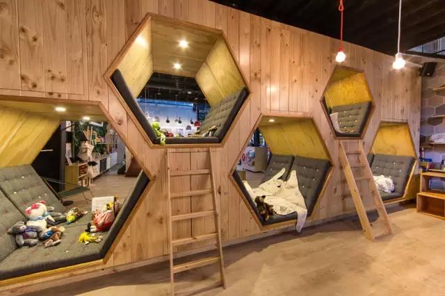 主题:结合儿童书店与咖啡厅的商业空间设计