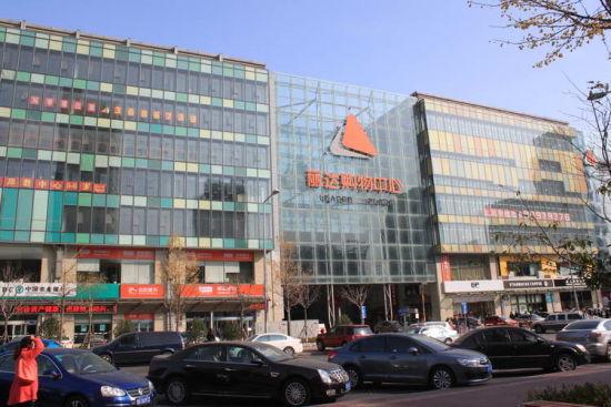位于崂山区秦岭路上的丽达购物中心曾经一度是崂山整个区域唯一的